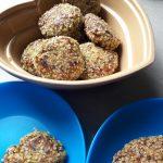 Kotlety jajeczne z kalafiorem w panierce z płatków jaglanych.