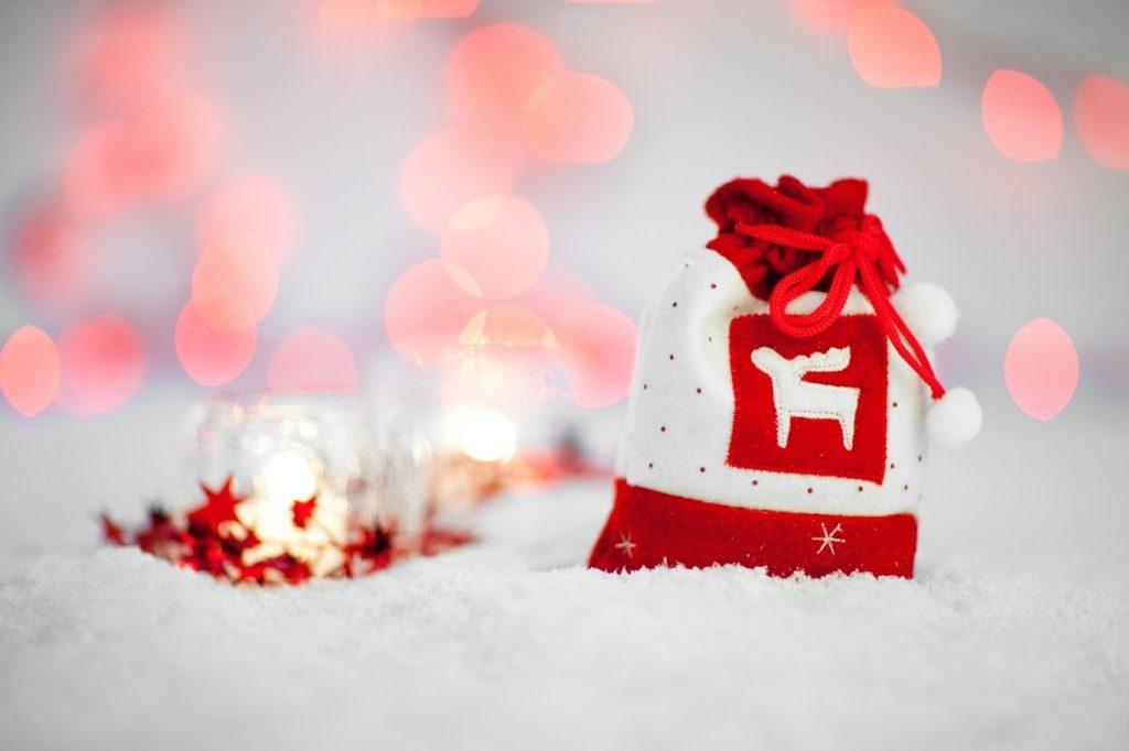 Kto przynosi prezenty na Święta.